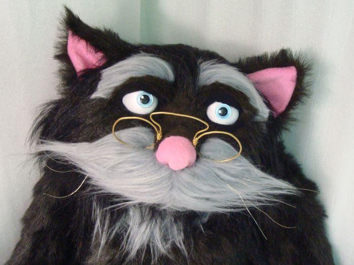 Кот в очках игрушка
