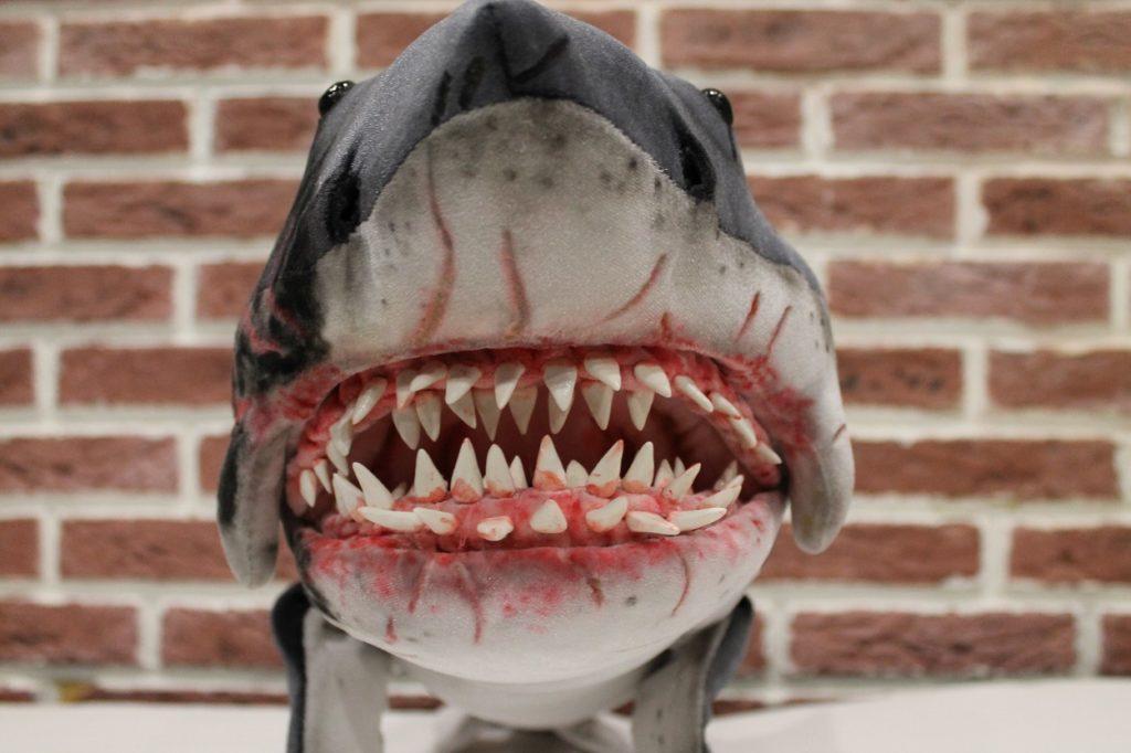 под картинка акула бесите открытка